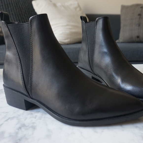 996454bf36d Steve Madden Jerry Black Leather Chelsea Boots. M 5c6f3c71194dad175387f524